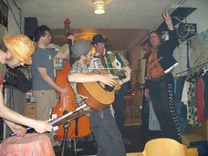 2007_Earl_Fontainelle_Pearl_Joes_garage